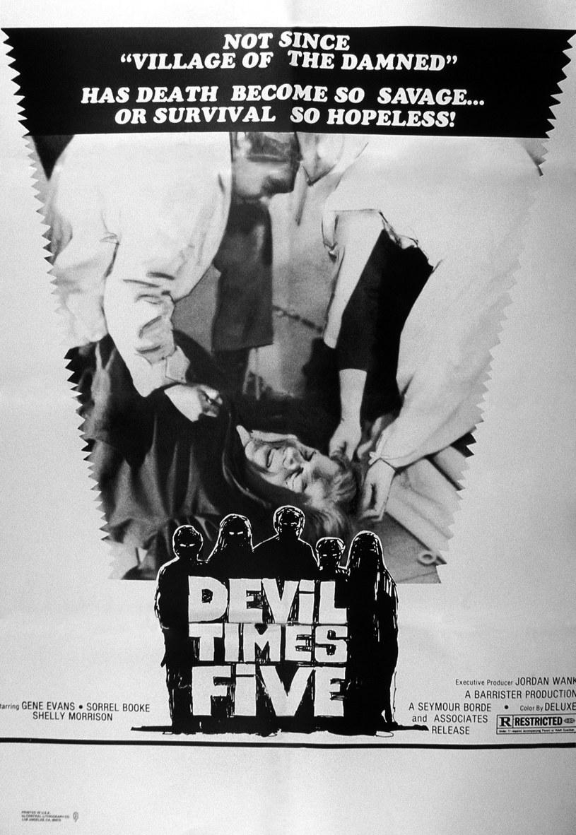 """Z powodu pandemii tegoroczny Halloween będzie jeszcze bardziej niż zwykle sprzyjał pozostaniu w domu i oglądaniu horrorów. W doborze repertuaru na ten wieczór postanowił pomóc Quentin Tarantino, który zwrócił ostatnio uwagę fanów na pewien mało znany slasher z lat 70. Chodzi o film """"Devil Times Five""""."""