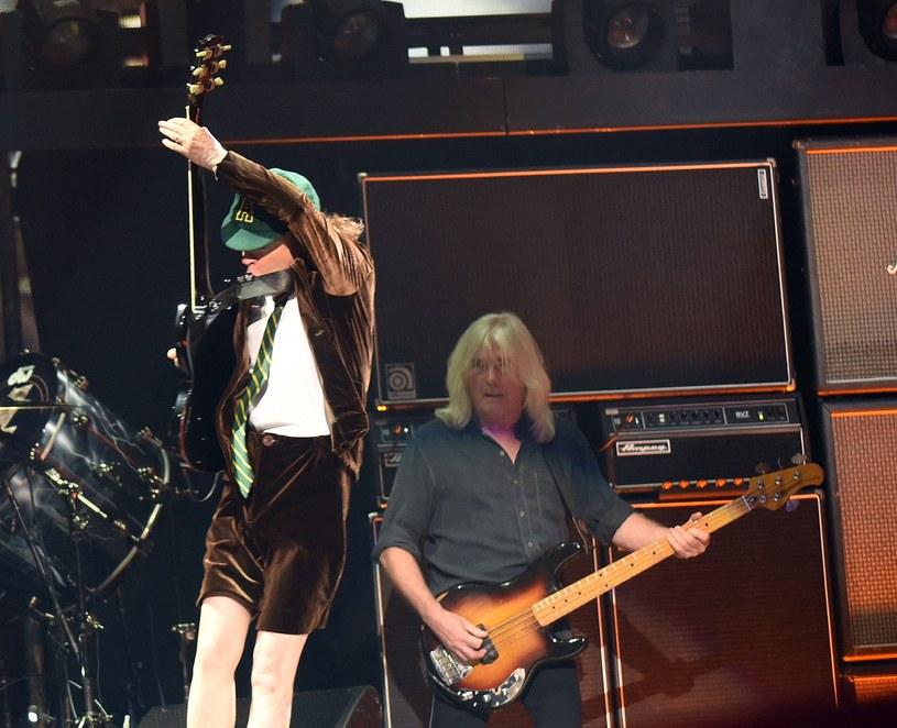 """Basista Cliff Williams z AC/DC ujawnił, że jego stan zdrowia pozwoli mu wziąć udział w ewentualnie kilku koncertach promujących powrotną płytę """"Power Up""""."""