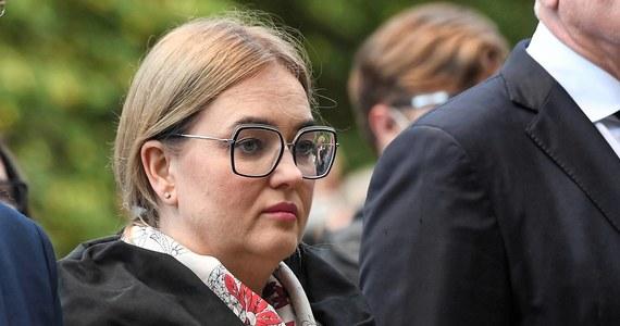 """""""Skierowany przeciwko mnie akt oskarżenia opiera się na przypuszczeniach"""" - oceniła europosłanka Koalicji Obywatelskiej Magdalena Adamowicz odnosząc się do stawianych jej zarzutów ws. nieprawidłowości w zeznaniach podatkowych. Z informacji przekazanych przez Prokuraturę Krajową wynika, że Magdalena Adamowicz miała zatajać kilkaset tysięcy złotych dochodów."""