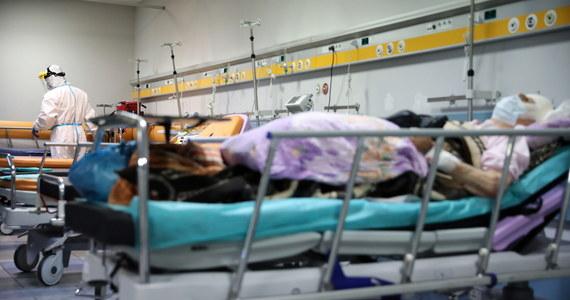 """""""System ochrony zdrowia jest policzony na kilkanaście do 30 tys. chorych, którzy otrzymają pomoc medyczną zgodnie z zasadami sztuki medycznej. Wszyscy chcemy uniknąć pełnego lockdownu"""" - powiedział prof. Andrzej Horban, główny doradca premiera ds. epidemii."""