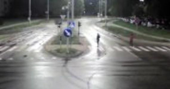 32-letni obywatel Gruzji Aslani L. usłyszał zarzut zabójstwa 27-letniego Filipa z Olsztyna. Mężczyzna w nocy z 17 na 18 października na ulicy Krasickiego zaatakował swoją ofiarę nożem. Zadał Filipowi 6 ciosów w plecy. Jak nieoficjalnie ustalił dziennikarz RMF FM Piotr Bułakowski, sprawca i jego ofiara nie znali się.