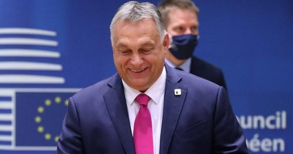 Węgry ściskają kciuki za kolejne zwycięstwo Donalda Trumpa w wyborach prezydenckich - oświadczył we wtorek węgierski premier Viktor Orban, wręczając odznaczenie państwowe kończącemu misję w Budapeszcie ambasadorowi USA Davidowi B. Cornsteinowi.