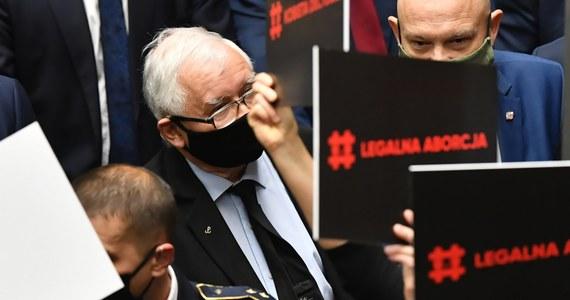 Wyrok Trybunału Konstytucyjnego w sprawie aborcji jest zgodny z konstytucją i w świetle konstytucji innego wyroku być nie mogło - powiedział w oświadczeniu opublikowanym we wtorek prezes PiS, wicepremier Jarosław Kaczyński.