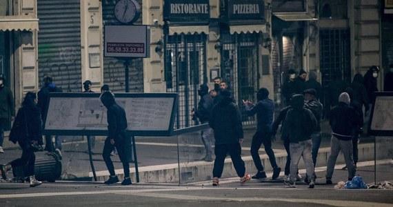 W Rzymie doszło we wtorek wieczorem do gwałtownych protestów przeciwników restrykcji, wprowadzonych przez włoski rząd w ramach walki z epidemią koronawirusa. Policja zatrzymała najbardziej agresywnych uczestników zajść.