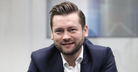 Poseł Porozumienia Kamil Bortniczuk zapowiedział, że jego formacja wystąpi z inicjatywami legislacyjnymi związanymi z wyrokiem Trybunału Konstytucyjnego ws. aborcji embriopatologicznej. Będą dotyczyły kwestii wad letalnych, a także pomocy osobom niepełnosprawnym i ich opiekunom – poinformował Bortniczuk w Polsat News.