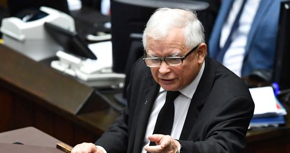 Wicepremier i prezes Prawa i Sprawiedliwości Jarosław Kaczyński w emocjonalnym wystąpieniu nazwał opozycję przestępcami. Obarczył ją też odpowiedzialnością za protesty odbywające się w całej Polsce po decyzji Trybunału Konstytucyjnego ws. aborcji.