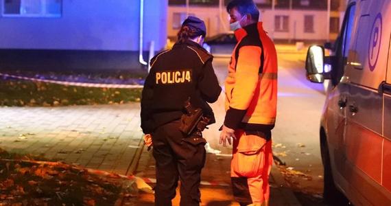 59-letni Marek S. usłyszał zarzut usiłowania zabójstwa więcej niż jednej osoby. Chodzi o poniedziałkową strzelaninę w Stalowej Woli, w której rannych zostało dwóch mężczyzn. Podejrzanemu grozi kara nawet dożywotniego więzienia.