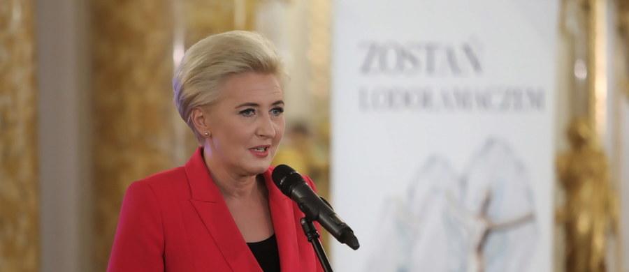 """Pierwsza dama RP Agata Kornhauser-Duda przerwała milczenie ws. protestów po decyzji Trybunału Konstytucyjnego dot. aborcji. """"Stawiam pytanie, czy każdy jest zdolny do heroizmu i czy kobiety muszą być zmuszone do heroizmu - mam tutaj wątpliwości"""" - przyznała w rozmowie z Polsat News."""