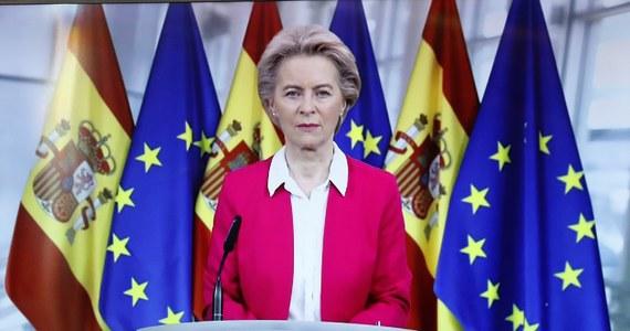 Szefowa Komisji Europejskiej Ursula von der Leyen w środę zabrała głos w sprawie odbywających się w Polsce protestów dotyczących prawa do aborcji. Jak podkreśliła, silne prawa kobiet to osiągnięcie i nie powinno się cofać w tej sprawie.
