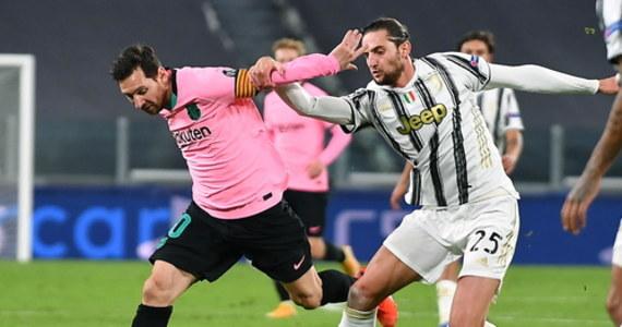 Juventus Turyn, z Wojciechem Szczęsnym w bramce, ale bez Cristiano Ronaldo, przegrał u siebie z Barceloną 0:2 w środowym szlagierze 2. kolejki fazy grupowej piłkarskiej Ligi Mistrzów. Wyjazdowy remis 2:2 z Ferencvarosem zanotowało Dynamo Kijów, z Tomaszem Kędziorą w składzie.