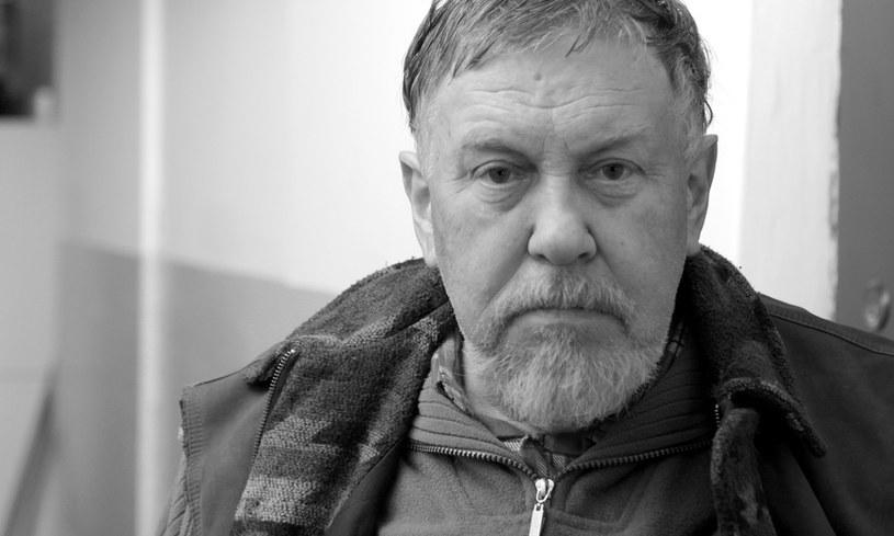 """Nie żyje aktor Jerzy Zygmunt Nowak, najbardziej znany z roli Fabiana Bohatyrowicza w filmie i serialu """"Nad Niemnem"""" oraz udziału w """"Dekalogu"""" Krzysztofa Kieślowskiego. Aktor zmarł 22 października 2020 roku. Miał 80 lat."""