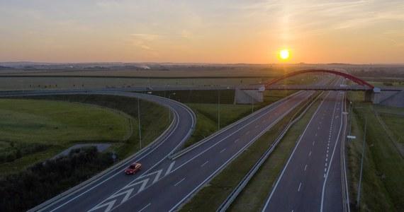 Uwaga kierowcy. Spodziewajcie się wieczorno-nocnych utrudnień na autostradzie A4 w rejonie bramek w Mysłowicach. Nad ranem trasa w kierunku Katowic będzie przez krótki czas całkowicie zablokowana.