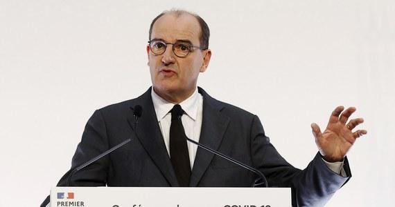 Premier Francji Jean Castex potwierdził wprowadzenie od piątku lockdownu na terenie całego kraju, co zapowiadał dzień wcześniej prezydent Emmanuel Macron. Dodał, że dla rekreacji będzie można wyjść z domu tylko na godzinę i oddalić się tylko na kilometr.