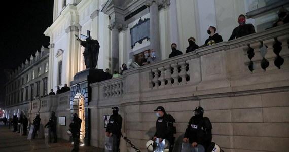 Do stolicy zostały wysłane co najmniej dwa autokary mundurowych z oddziałów prewencji z Gdańska – dowiedział się nieoficjalnie reporter RMF FM Kuba Kaługa. Funkcjonariusze mają pomóc w zabezpieczaniu manifestacji po wyroku Trybunału Konstytucyjnego.