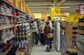 Rząd zamyka cmentarze. Klienci rzucili się do sklepów, chcą odwiedzić zmarłych jeszcze dziś? Przycmentarni handlarze zostaną na lodzie?