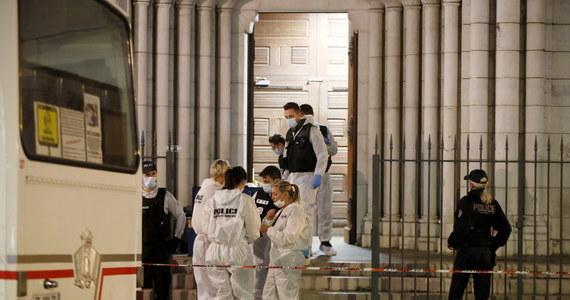 Przedstawiciel francuskiego wymiaru sprawiedliwości poinformował w sobotę rano, że w piątek aresztowano trzecią osobę w związku z czwartkowym zamachem w bazylice Notre-Dame w Nicei, na południu Francji, w którym zginęły trzy osoby.