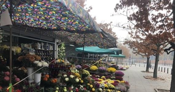 Cmentarze zamknięte. Katowicki ZZM odkupi kwiaty od handlarzy - RMF 24