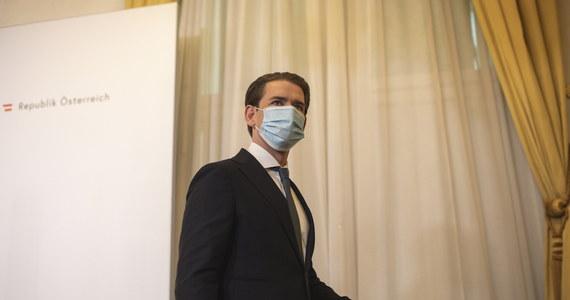 Kanclerz Austrii Sebastian Kurz ogłosił w sobotę po południu, że od wtorku w całym kraju zostanie wprowadzona niemal całkowita blokada życia gospodarczego i społecznego w związku z epidemią koronawirusa.