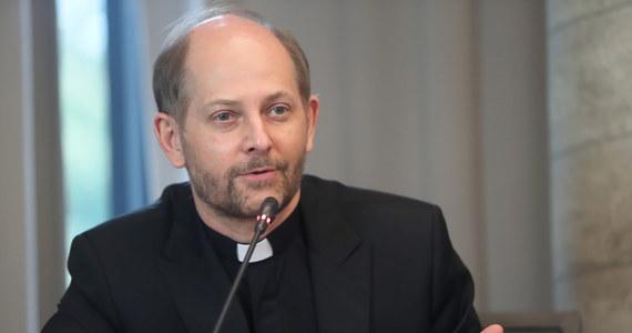 """""""Udział ludzi wierzących w demonstracjach, żeby przerywać życie ludzkie, przerywać ciążę, to grzech"""" – oświadczył w rzecznik Konferencji Episkopatu Polski ksiądz Leszek Gęsiak w Polsat News."""