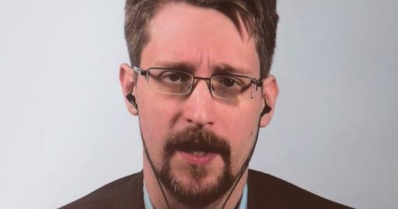 Edward Snowden, były współpracownik amerykańskiej Agencji Bezpieczeństwa Wewnętrznego (NSA), ogłosił w poniedziałek na swoim Twitterze, że on i jego żona będą starać się o podwójne obywatelstwo - amerykańskie i rosyjskie. Wyraził nadzieję, że wróci kiedyś do USA.