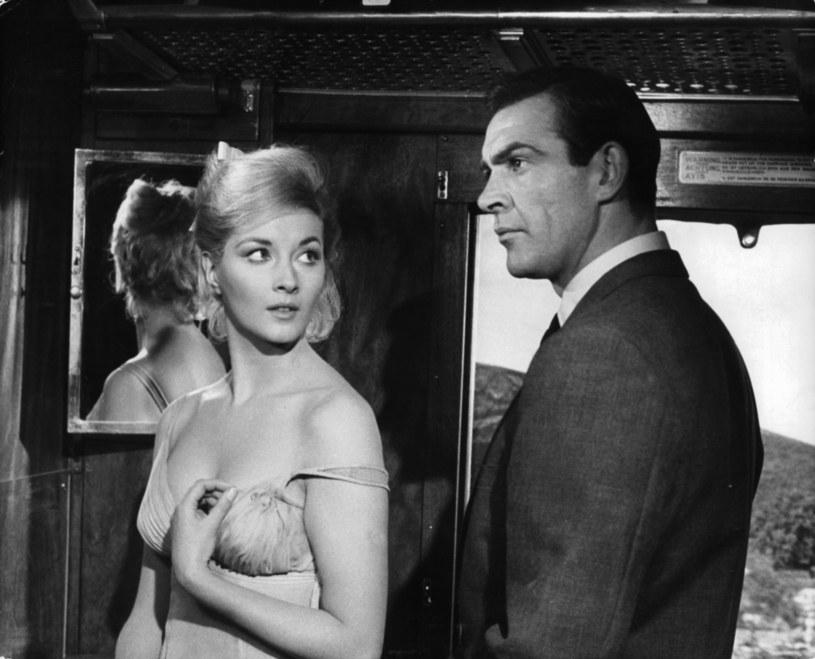 """Po śmierci Seana Connery'ego, legendy amerykańskiego kina i najsłynniejszego odtwórcy roli Jamesa Bonda, filmowy świat pogrążył się w żałobie. Koledzy po fachu w licznych postach publikowanych w mediach społecznościowych wyrazili żal po stracie przyjaciela i wielkiego aktora. Hołd zmarłemu laureatowi Oscara złożył też Pierce Brosnan, który sam wcielał się w postać Jamesa Bonda. """"Byłeś potęgą pod każdym względem"""" - napisał na Instagramie."""