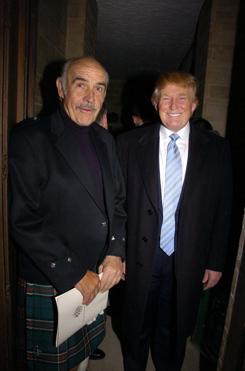 W sobotę, 31 października, odszedł Sean Connery, legendarny aktor, pierwszy odtwórca roli Jamesa Bonda. Gwiazdora pożegnało wielu ludzi świata kina, a także Donald Trump, który przypomniał pewną anegdotkę dotyczącą swojej relacji z Connerym. Szybko okazało się, że historia opowiedziana przez prezydenta Stanów Zjednoczonych nie była prawdziwa.
