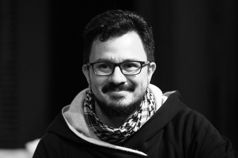 W wieku 40 lat zmarł kolumbijski reżyser teatralny Giovanny Castellanos. Od lat związany był z polskimi scenami: Teatrem Jaracza w Olszynie i Teatrem Dramatycznym w Elblągu. Jak poinformowało Radio Olsztyn, przyczyną śmierci reżysera był COVID-19.