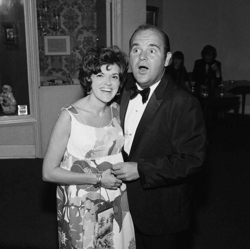 """W domu aktora emeryta w Kalifornii zmarła Carol Arthur, aktorka kojarzona z występami w komediach Mela Brooksa, między innymi w głośnych """"Płonących siodłach"""". Prywatnie była żoną komika Doma DeLuise'a, który zmarł w 2009 roku. Miała 85 lat."""