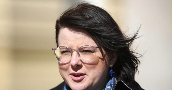"""Kaja Godek, działaczka Fundacji Życie i Rodzina, rozważa zawiadomienie prokuratury o niepublikowaniu wyroku Trybunału Konstytucyjnego ws. aborcji - dowiedział się nasz reporter Patryk Michalski. """"Rząd nie szanuje wyroku własnego trybunału i na temat tego wyroku prowadzi jakąś dyskusję"""" - komentuje w rozmowie z naszym dziennikarzem Kaja Godek."""
