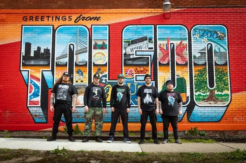 Amerykańska grupa Hanging Fortress odlicza już dni do premiery swojego pierwszego albumu.