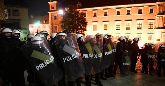 Komenda Główna Policji hojnie premiuje funkcjonariuszy prewencji, którzy pracowali w październiku i będą pracować w tym miesiącu. Jak dowiedział się reporter RMF FM Krzysztof Zasada, zdecydowano właśnie o dodatkach dla policjantów tej formacji.