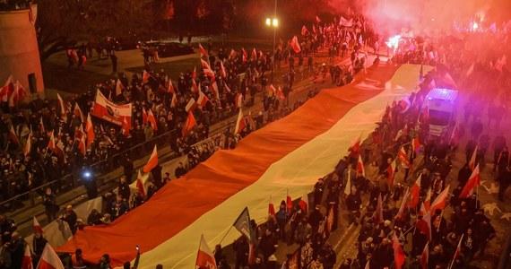 W związku z negatywną opinią sanepidu nie wyrażam zgody na organizację zgłoszonego na 11 listopada Marszu Niepodległości - przekazał prezydent Warszawy Rafał Trzaskowski. Jak podkreślił, opinia wskazuje na trudną sytuację epidemiczną szczególnie w Warszawie i na Mazowszu.