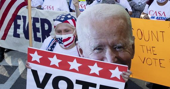 Zwyciężymy w tych wyborach – oświadczył w Wilmington w stanie Delaware demokrata Joe Biden. W USA trwa końcowe liczenie głosów, 78-letni kandydat na prezydenta powiększa przewagę w kluczowej Pensylwanii.