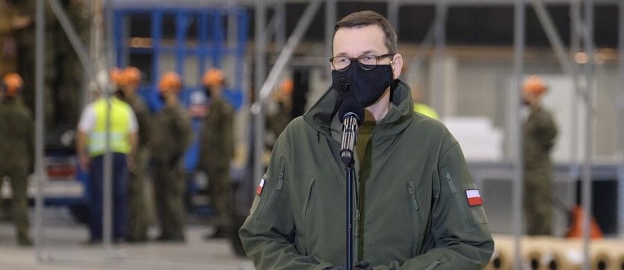 """Premier Mateusz Morawiecki zaapelował do wszystkich ozdrowieńców, by ułatwili walkę z koronawirusem poprzez oddawanie osocza. """"Stając się dawcami krwi, dawcami osocza, stajecie się dawcami życia"""" - podkreślił w krótkim filmie opublikowanym na Facebooku."""