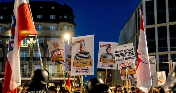 Starcia między prawicowymi i lewicowymi ekstremistami. Ponad 20 000 demonstrowało w sobotę w centrum Lipska przeciwko ograniczeniom wprowadzonym w związku z pandemią koronawirusa.