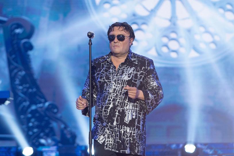 """Wokalista disco polo Czadoman, znany z przeboju """"Ruda tańczy jak szalona"""", został laureatem 13. edycji """"Twoja twarz brzmi znajomo""""."""