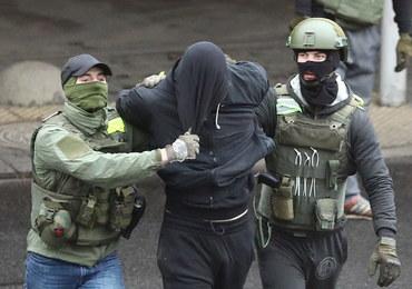Siły reżimu Łukaszenki zatrzymały w Mińsku ponad 800 protestujących
