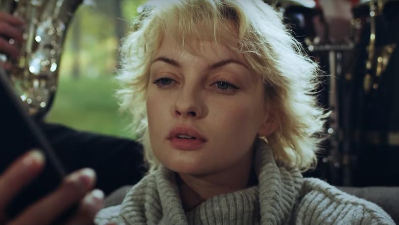 """Znana z programu """"Big Brother"""" modelka Ewa Kępys wystąpiła w najnowszym teledysku grupy Enej. Utwór """"Grozi nam cud"""" zapowiada płytę z największymi przebojami popularnego zespołu."""