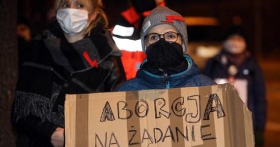 W największych miastach Polski lokalne grupy Strajku Kobiet zorganizowały kolejne protesty. Demonstracje odbyły się m.in. w Poznaniu, Krakowie, Łodzi, Katowicach i Trójmieście. Są one pokłosiem wyroku Trybunału Konstytucyjnego ws. aborcji.