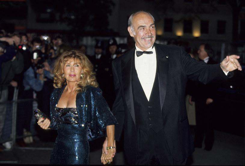 Micheline Roquebrune zamierza sprowadzić część prochów Seana Connery'ego do Szkocji. Twierdzi, że aktor prosił ją o to przed śmiercią. Pierwszy odtwórca roli Jamesa Bonda zmarł 31 października w swoim domu w Lyford Cay na Bahamach.