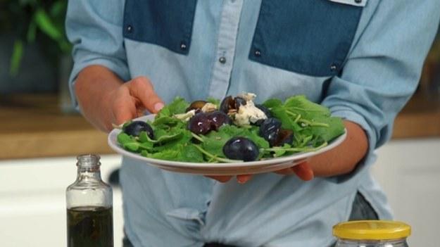 Zapewne wyrzucasz do kosza obierki po ziemniakach czy innych warzywach? Popełniasz duży błąd. Nie tylko można z nich przygotować pyszne i zdrowe chipsy, mają też wiele innych właściwości!