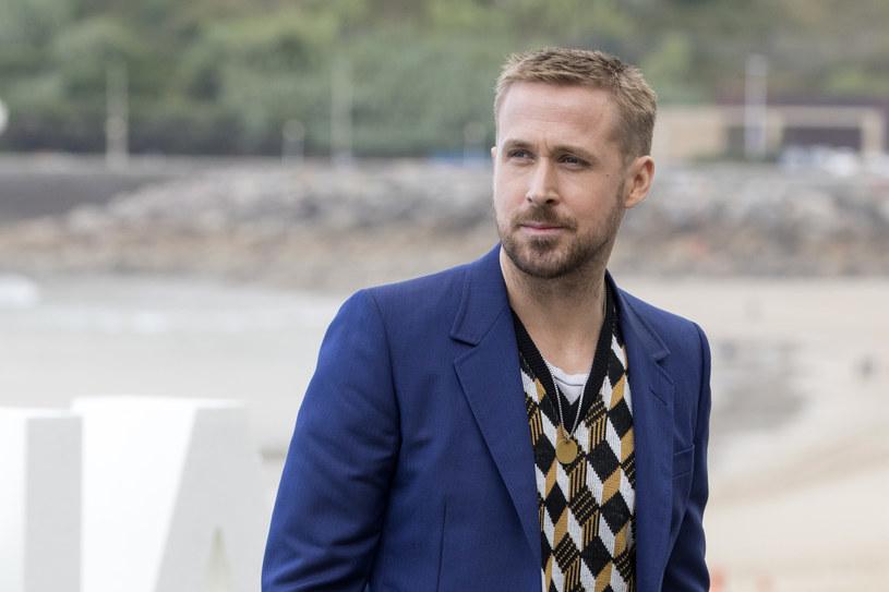Jest uważany za jednego z najbardziej utalentowanych aktorów, pracujących obecnie w Hollywood. Swój czas dzieli między pozycje niskobudżetowe i kino gatunkowe. Nie chciał zagrać Batmana, ponieważ przerażało go związanie się z jedną rolą na kilka lat. Gdy dowiedział się, że jest bohaterem internetowych memów, poprosił o pokazanie kilku i popłakał się ze śmiechu. 12 listopada Ryan Gosling kończy 40 lat.