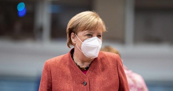 Skutki pandemii koronawirusa są w dalszym ciągu dotkliwe pomimo niedawnych pozytywnych wiadomości, takich jak projekt szczepionki - powiedziała kanclerz Angela Merkel w środę podczas wideokonferencji z radą doradców ekonomicznych przy niemieckim rządzie.