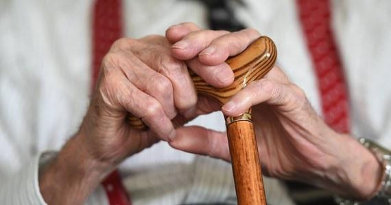 92-latek został w Niemczech skazany za zabójstwo swojej żony, z którą był przez 70 lat. Mężczyzna tłumaczył, że był już całkowicie wyczerpany psychicznie i fizycznie opieką nad swoją ciężko chorą małżonką.