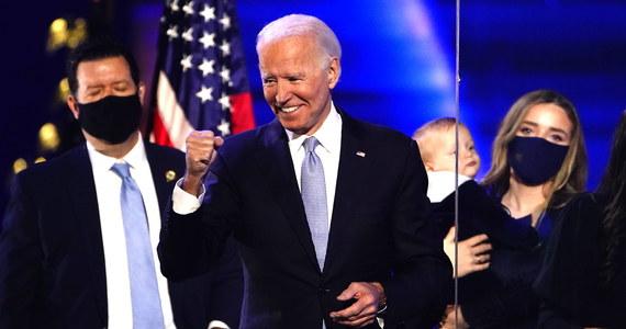Joe Biden rozmawiał w czwartek telefonicznie z papieżem Franciszkiem - poinformował sztab Demokraty. Polityk wyraził gotowość współpracy w sprawach pomocy najbiedniejszym, integracji migrantów i uchodźców oraz przeciwdziałania zmianom klimatycznym.