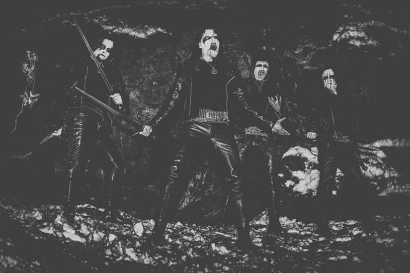 Blackmetalowa grupa Deus Mortem z Wrocławia ujawniła pierwsze szczegóły dotyczące nowego minialbumu.