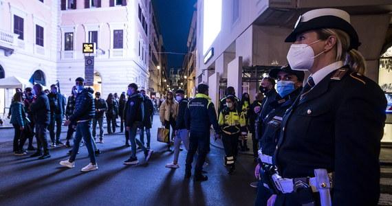 544 osoby zmarły minionej doby we Włoszech z powodu Covid-19, potwierdzono także 37 255 nowych zakażeń koronawirusem - podało włoskie Ministerstwo Zdrowia. W ciągu jednego dnia wykonano 227 tys. testów.