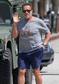 Arnold Schwarzenegger nawołuje Amerykanów do odwiedzania cmentarzy