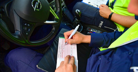 Nie miał prawa jazdy, ale i tak woził pasażerów. W Sopocie wpadł kierowca świadczący usługi przewozowe, które można zamówić przez jedną z popularnych aplikacji. Teraz – jak się okazuje - kłopoty będzie miał nie tylko z policją.