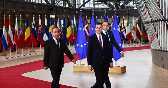 """Pomimo sprzeciwu Polski i Węgier mechanizm """"pieniądze za praworządność"""" został przyjęty przez większość krajów Unii Europejskiej podczas spotkania ambasadorów unijnych. Przedstawiciele polskiego i węgierskiego rządu w odpowiedzi - zgodnie z zapowiedziami - zablokowali nowy unijny budżet i fundusz na odbudowę po pandemii."""